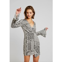 Missguided FLORAL PRINT DRAPE DETAIL MINI DRESS Sukienka letnia white M0Q21C1DV