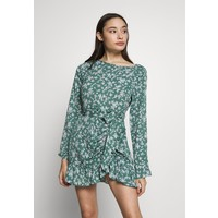Missguided Petite BUTTON RUCHED SIDE DRESS FLORAL Sukienka letnia green M0V21C0AE