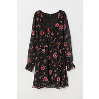 H&M Krótka sukienka kopertowa 0709269003 Czarny/Kwiaty