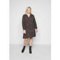 Vero Moda Curve VMTANJA V-NECK SHORT DRESS Sukienka letnia black VEE21C04I