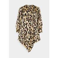 Missguided Plus ANIMAL PRINT WRAP FRONT DRESS Sukienka letnia sand M0U21C0DO