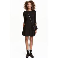 H&M Sukienka z dżerseju w prążki 0433252004 Czarny