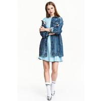 H&M Sukienka z dżerseju w prążki 0456512003 Jasnoniebieski