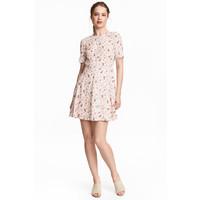 H&M Krótka sukienka 0472009001 Jasnoróżowy/Kwiaty