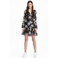 H&M Szyfonowa sukienka 0489119003 Czarny/Kwiaty