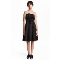 H&M Krótka sukienka bandeau 0496900003 Czarny