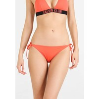 Calvin Klein Swimwear CHEEKY STRING SIDE TIE Dół od bikini hot coral C1181D003