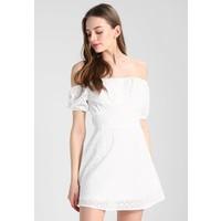 Missguided BRODERIE ANGLAISE BARDOT MINI DRESS Sukienka letnia white M0Q21C0RY