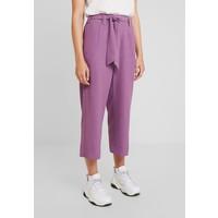UNIQUE 21 TAILORED TROUSERS Spodnie materiałowe purple UNK21C00L
