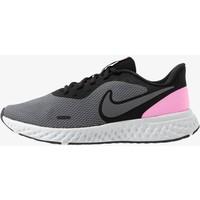 Nike Performance REVOLUTION Obuwie do biegania treningowe black/psychic pink/dark grey N1241A0VO