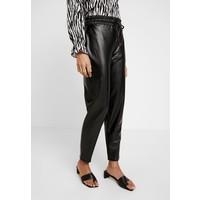 Gina Tricot CARI TROUSERS Spodnie materiałowe black GID21A02A