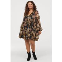 H&M H&M+ Szyfonowa sukienka 0773808001 Czarny/Kwiaty
