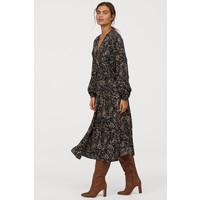 H&M Kopertowa sukienka w serek 0763468002 Czarny/Kwiaty