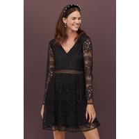 H&M Koronkowa sukienka w serek 0789094002 Czarny