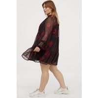 H&M H&M+ Szyfonowa sukienka 0773808001 Czarny/Czerwone kwiaty
