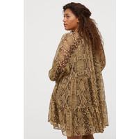 H&M H&M+ Szyfonowa sukienka 0773808001 Beżowy/Wzór wężowej skóry