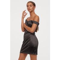 H&M Sukienka z odkrytymi ramionami 0796644001 Czarny