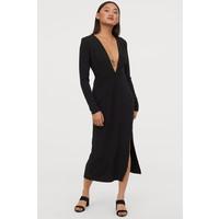 H&M Sukienka z dekoltem w serek 0812888002 Czarny