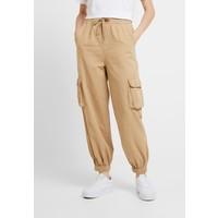 BDG Urban Outfitters BAGGY RAFF TROUSER Spodnie materiałowe ecru QX721A007
