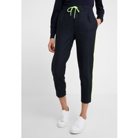 DRYKORN LEVEL Spodnie materiałowe navy/neon yellow DR221A021