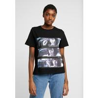 Vero Moda VMPULPFICTION T-shirt z nadrukiem black VE121D1BU