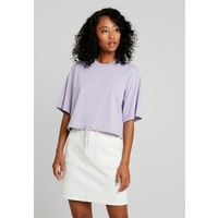 Monki ABELA T-shirt basic purple MOQ21E028