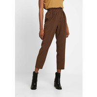 Missguided TIE WAIST SLIM LEG TROUSERS Spodnie materiałowe brown M0Q21A0CD