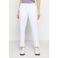 Under Armour LINKS PANT Spodnie materiałowe white / mod gray UN241E0ES