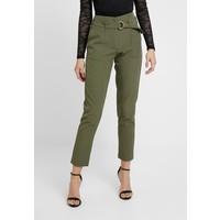 ONLY ONLFRESHY GLOWING BELT PANT Spodnie materiałowe ivy green ON321A11B