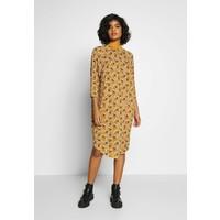 Monki MARIA DRESS Sukienka z dżerseju yellow dark MOQ21C05N