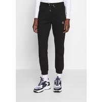 Calvin Klein Jeans EMBROIDERY JOGGING PANTS Spodnie treningowe black C1821A03B