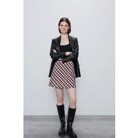 Zara Spódnica mini z krytym suwakiem na linii szwu z tyłu. WZROST MODELKI/MODELA: 177 cm Biało-czerwony 4886/045