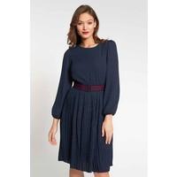 Quiosque Granatowa sukienka w małe kropki z paskiem 4JL008822