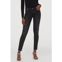 H&M Super Skinny Low Jeans 0399087019 Czarny denim/Trashed