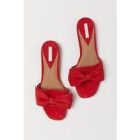 H&M Zamszowe klapki 0578317002 Czerwony