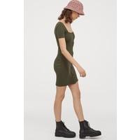 H&M Sukienka z dżerseju w prążki 0829045006 Ciemna zieleń khaki
