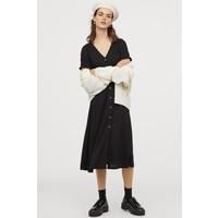 H&M Kreszowana sukienka z dżerseju 0873915003 Czarny