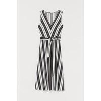 H&M Sukienka z wiązanym paskiem 0778534001 Czarny/Białe paski