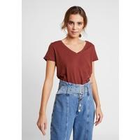 Cotton On THE DEEP V T-shirt basic cherry mahogany C1Q21D003