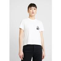 Calvin Klein Jeans MIRRORED MONOGRAM POCKET TEE T-shirt z nadrukiem bright white C1821D095