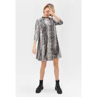Monnari Wzorzysta sukienka z półgolfem FEM-19J-DRK65273-KMLC