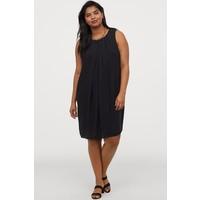 H&M H&M+ Trapezowa sukienka 0892794001 Czarny