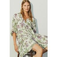 H&M Trapezowa sukienka 0889379009 Biały/Duże kwiaty