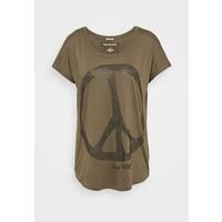True Religion WIDE CREW PEACE T-shirt z nadrukiem green TR121D07N