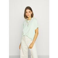 Levi's® GRAPHIC VARSITY TEE T-shirt z nadrukiem light green LE221D09F