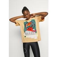 P.E Nation OVERHEAD TEE T-shirt z nadrukiem orange pale P0X41D004