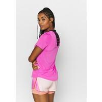 Nike Performance BREATHE T-shirt z nadrukiem fire pink/reflective silver N1241D1D8