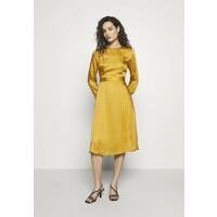 Progetto Quid DRESS Sukienka letnia gold PRR21C003