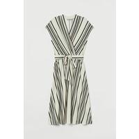 H&M Sukienka z dekoltem w serek 0859136006 Kremowy/Paski