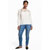 H&M H&M+ Elastyczne spodnie 0352811006 Niebieski denim/Melanż